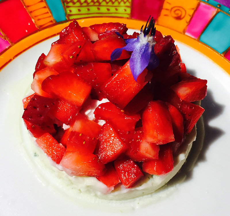Parfait glacé menthe et fraises fraiches