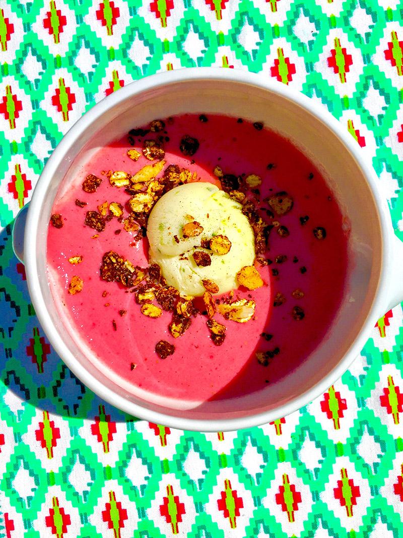 Soupe de fraise glace verveine et granola maison