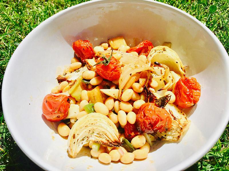 Salade soja tomate et oignons rôtis
